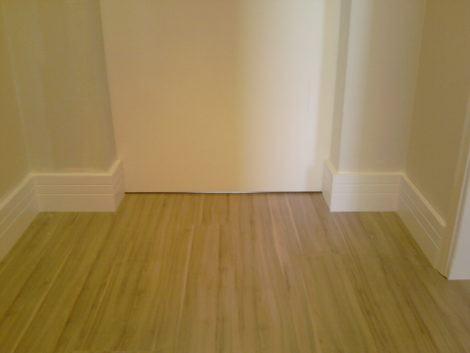 imagem 17 470x353 - RODAPÉ de madeira para apartamento ou casa, veja ideias
