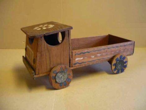 carrinho de madeira brinquedo antigo 470x353 - BRINQUEDOS antigos de crianças que são inesquecíveis