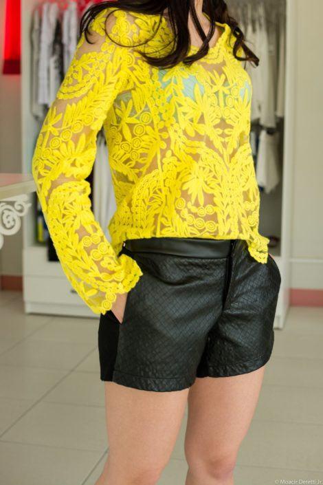 imagem 11 2 470x705 - BLUSA DE RENDA AMARELA, modelos para usar com saia e shorts