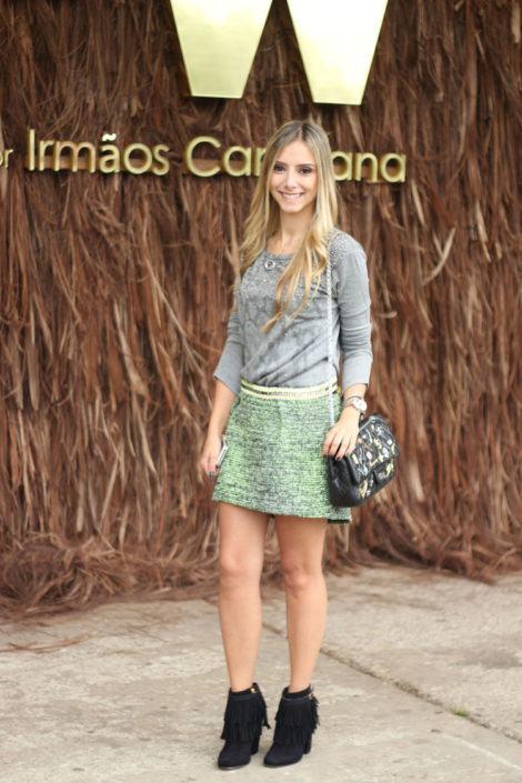 botinha com franja 470x705 - Botinha feminina com franja : Com saia, vestido e calça jeans (Veja como usar)