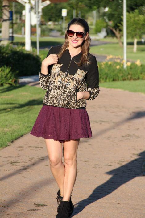 botinha com franja e saia rodada 470x705 - Botinha feminina com franja : Com saia, vestido e calça jeans (Veja como usar)