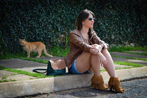 imagem 12 1 470x313 - Botinha feminina com franja : Com saia, vestido e calça jeans (Veja como usar)
