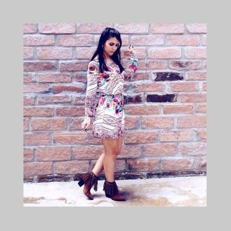 imagem 21 470x470 - Botinha feminina com franja : Com saia, vestido e calça jeans (Veja como usar)