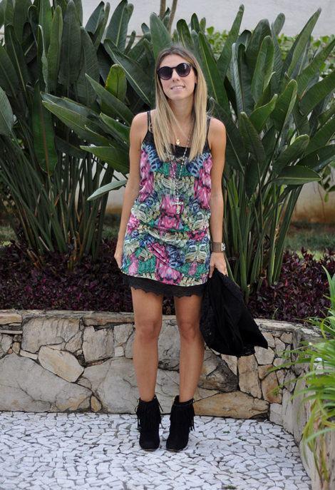 imagem 23 470x687 - Botinha feminina com franja : Com saia, vestido e calça jeans (Veja como usar)