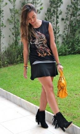 imagem 4 - Botinha feminina com franja : Com saia, vestido e calça jeans (Veja como usar)