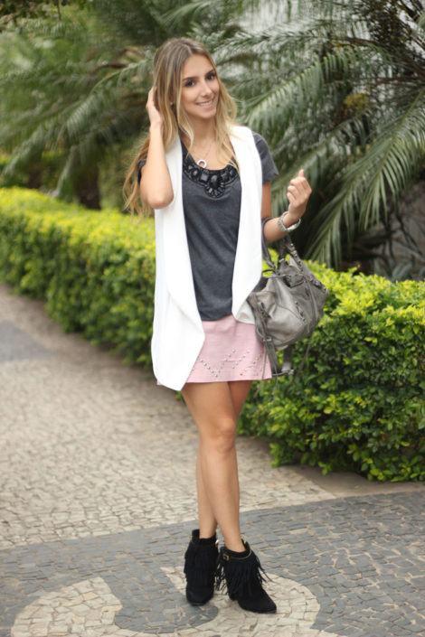 imagem 5 1 470x705 - Botinha feminina com franja : Com saia, vestido e calça jeans (Veja como usar)
