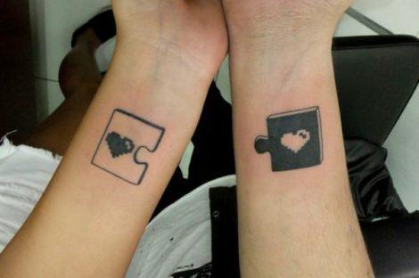 tattoo de casal quebra cabeca 470x312 - TATUAGENS DE CASAL lindas que se completam