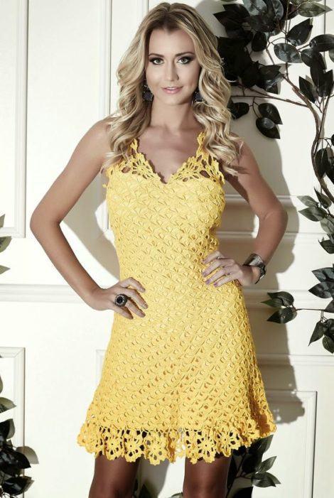 vestido de croche curto amarelo 470x701 - VESTIDOS DE CROCHE modelo curto, longo : O que está na moda