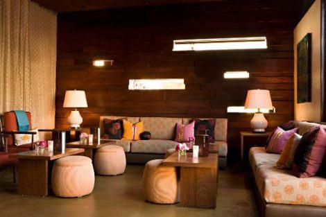 decoracao da sala com puff 470x313 - Modelos de Puff decorativo para sala de estar coloridos e charmosos
