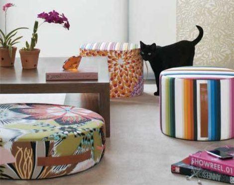 puff decorativo para sala estampado 470x372 - Modelos de Puff decorativo para sala de estar coloridos e charmosos