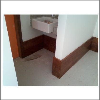 modelos de rodape de madeira para banheiro