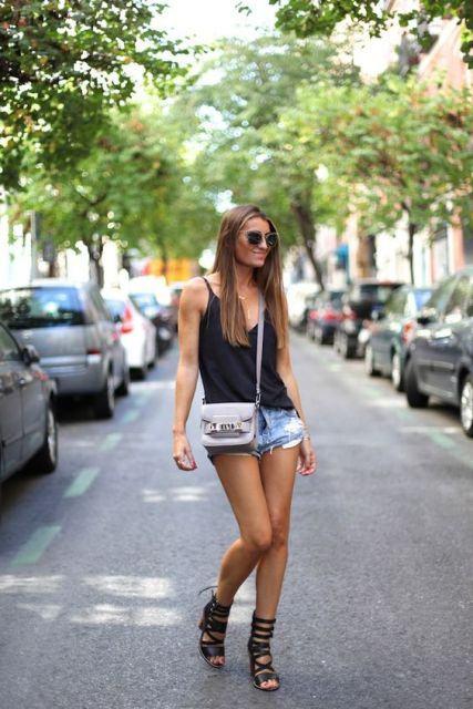 imagem 23 1 - SANDÁLIAS GLADIADORAS DE SALTO com saia, calça, shorts e vestido
