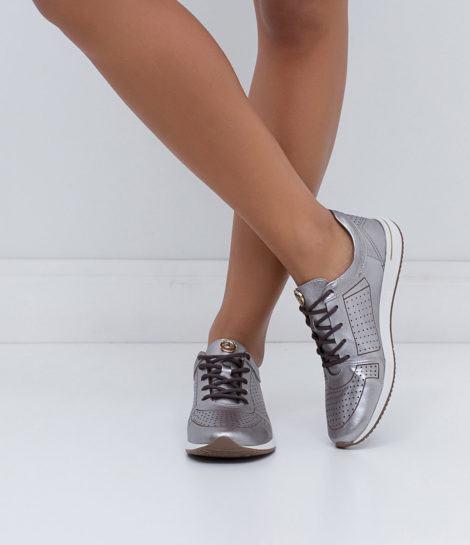 tenis feminino metalizado 470x545 - Tênis feminino metalizado com calça, shorts, saia e mais