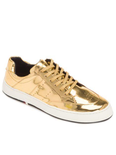 tenis metalizado dourado feminino 470x627 - Tênis feminino metalizado com calça, shorts, saia e mais