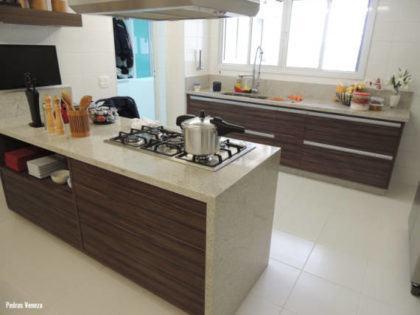 tipos de granito na cozinha com ilha 420x315 - TIPOS DE GRANITO para cozinha, banheiro, churrasqueira