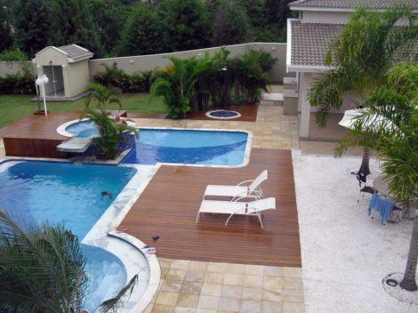 decks de madeira para piscina em regua 470x352 - DECKS DE MADEIRA PARA PISCINA com estilo em bom gosto