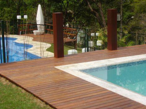 decks de madeira para piscina ficar charmosa 470x353 - DECKS DE MADEIRA PARA PISCINA com estilo em bom gosto