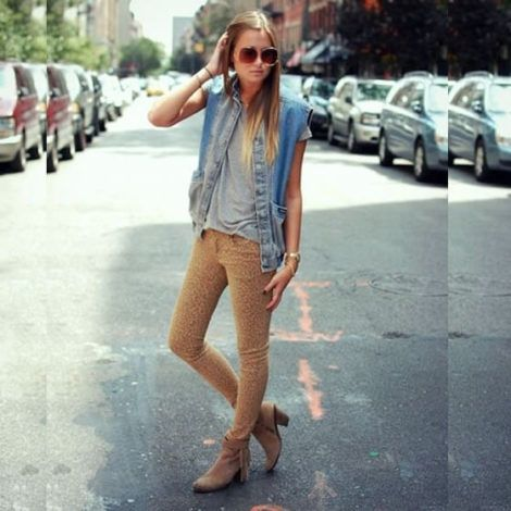 colete jeans com calca 5 470x470 - Colete Jeans Feminino Confira como Combinar com Tudo