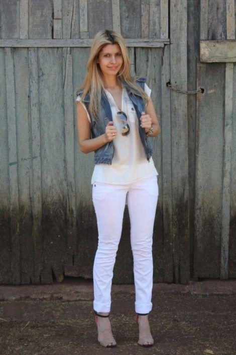 colete jeans com calca 6 470x705 - Colete Jeans Feminino Confira como Combinar com Tudo