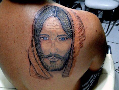 imagem 12 470x353 - Tatuagem Religiosa (Tipos e áreas do corpos com a tattoo )
