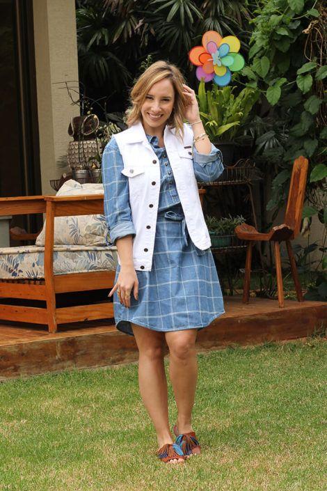 imagem 7 5 470x705 - Colete Jeans Feminino Confira como Combinar com Tudo