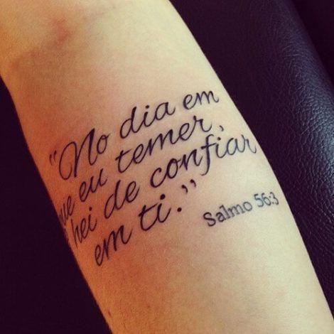 tatuagem com texto biblico 1 470x470 - Tatuagem Religiosa (Tipos e áreas do corpos com a tattoo )