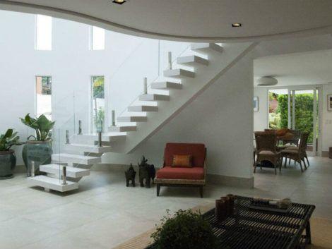 hall de entrada com escada 470x353 - Hall de Entrada Decorado com Sofisticação, Modelos